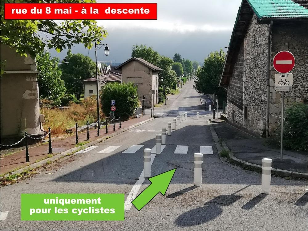 Dans le sens de la descente (mairie vers école) la circulation est ouverte uniquement aux cycliste et Engins de Déplacements Personnels (EDP - type trottinette...)